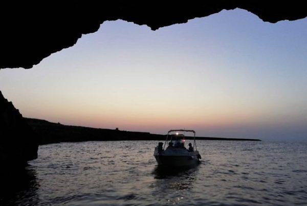 polignano_tramonto_in_barca