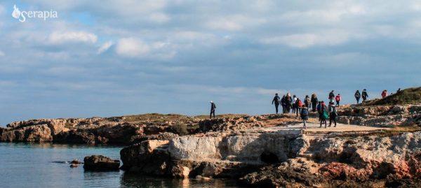 Trekking lungo la costa rocciosa a sud di Monopoli