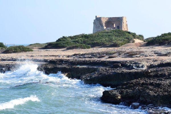 Torre Pozzelle sulla costa di Ostuni